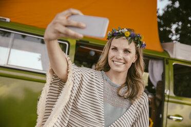 Hippie woman taking a selfie in front of van - MFF002022