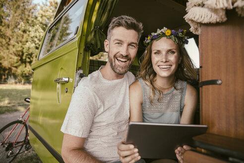 Happy couple with tablet computer in van - MFF002068