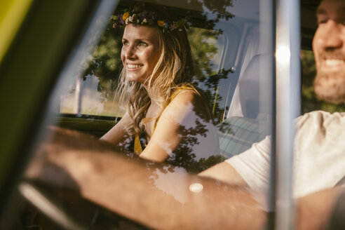 Smiling couple in van on a road trip - MFF002047