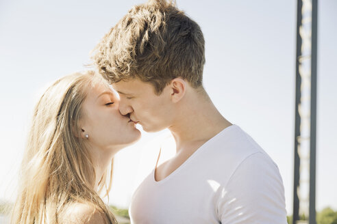 Young couple kissing - MEMF000937