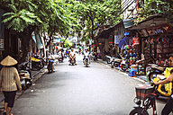 Vietnam, Hanoi, city street view with people working and moving - EH000173