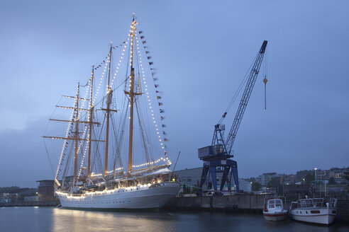 Germany, Bremerhaven, sailing ship Esmeralda at the Sail 2015 - OLE000050