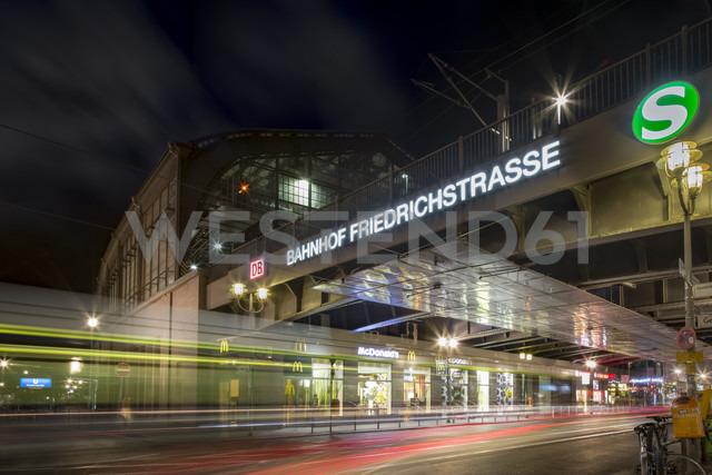 Germany, Berlin, Friedrichstrasse Train station at night - NK000364 - Stefan Kunert/Westend61