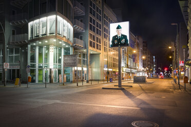 Germany, Berlin, Berlin-Mitte, Checkpoint Charlie at night - NK000368