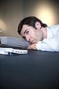 Overworked businessman lying on desk - TOYF001167