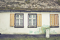 Germany, Brandenburg, windows at an old house - ASC000331