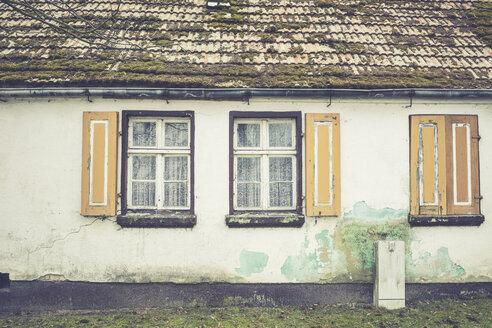 Germany, Brandenburg, windows at an old house - ASC000331