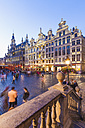 Belgium, Brussels, Grand Place, Grote Markt, Maison du Roi in the evening - WDF003176
