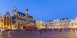 Belgium, Brussels, Grand Place, Grote Markt, Maison du Roi in the evening - WDF003179