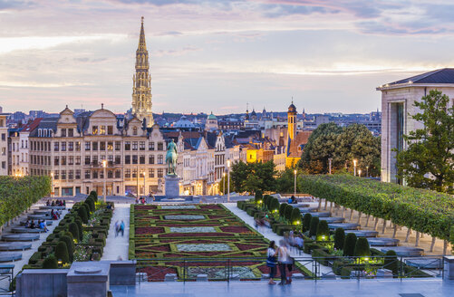 Belgium, Brussels, Mont des Arts, park and townhall tower, lower city in the evening - WDF003188
