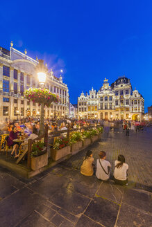 Belgium, Brussels, view to Grand Place with outdoor gastronomy at twilight - WD003224