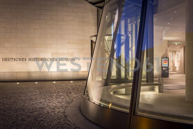 Germany, Berlin, entrance of German Historic Museum at twilight - NK000371 - Stefan Kunert/Westend61