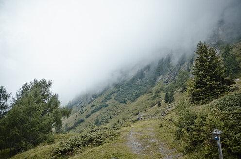 Austria, East Tyrol, Hohe Tauern National Park, mountains in fog - RH001048