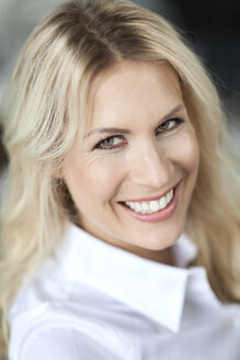 Portrait of smiling blond woman - PESF000101