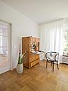 Secretary in a modern apartment - LAF001482