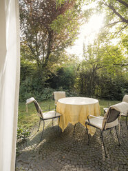 Garden table and chairs on terrace - LAF001488