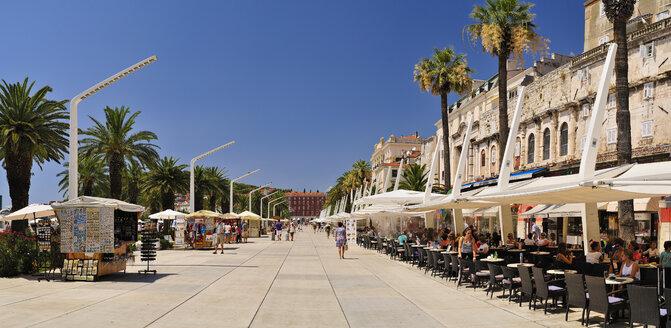 Croatia, Split, buildings at city harbor Riva - BTF000354