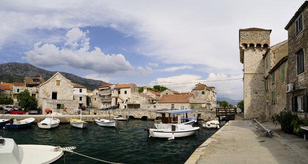Croatia, Kastela, Kastel Gomilica, Gomile island, harbor - BTF000385