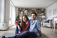 Portrait of smiling couple relaxing at home - RBF003517