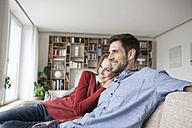 Relaxed couple at home on couch - RBF003532