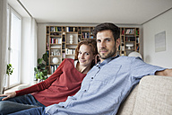Relaxed couple at home on couch - RBF003533