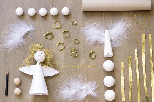 Tinkering of Christmas angel - CMF000317