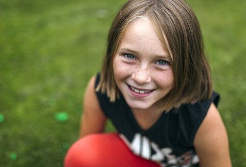 Portrait of happy girl - MGOF000530