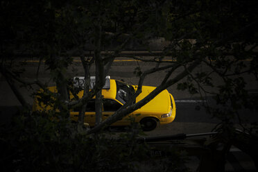 USA, New York City, Yellow cab at night, view from above - ON000854