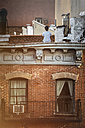 USA, New York City, East Village, Child sitting on rooftop - ON000861