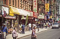 USA, New York City, Street life in Chinatown - ON000894