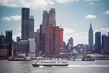 USA, New York City, View of Manhattan skyline and Hudson River - ONF000914