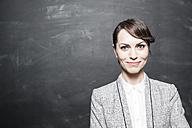 Portrait of a dark haired businesswoman - FMKYF000613