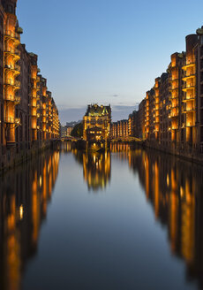 Germany, Hamburg, Wandrahmsfleet in the historic warehouse district  in the evening, Speicherstadt - RJF000489