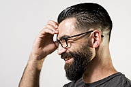 Portrait of smiling hipsterwith hand on his head - JASF000022