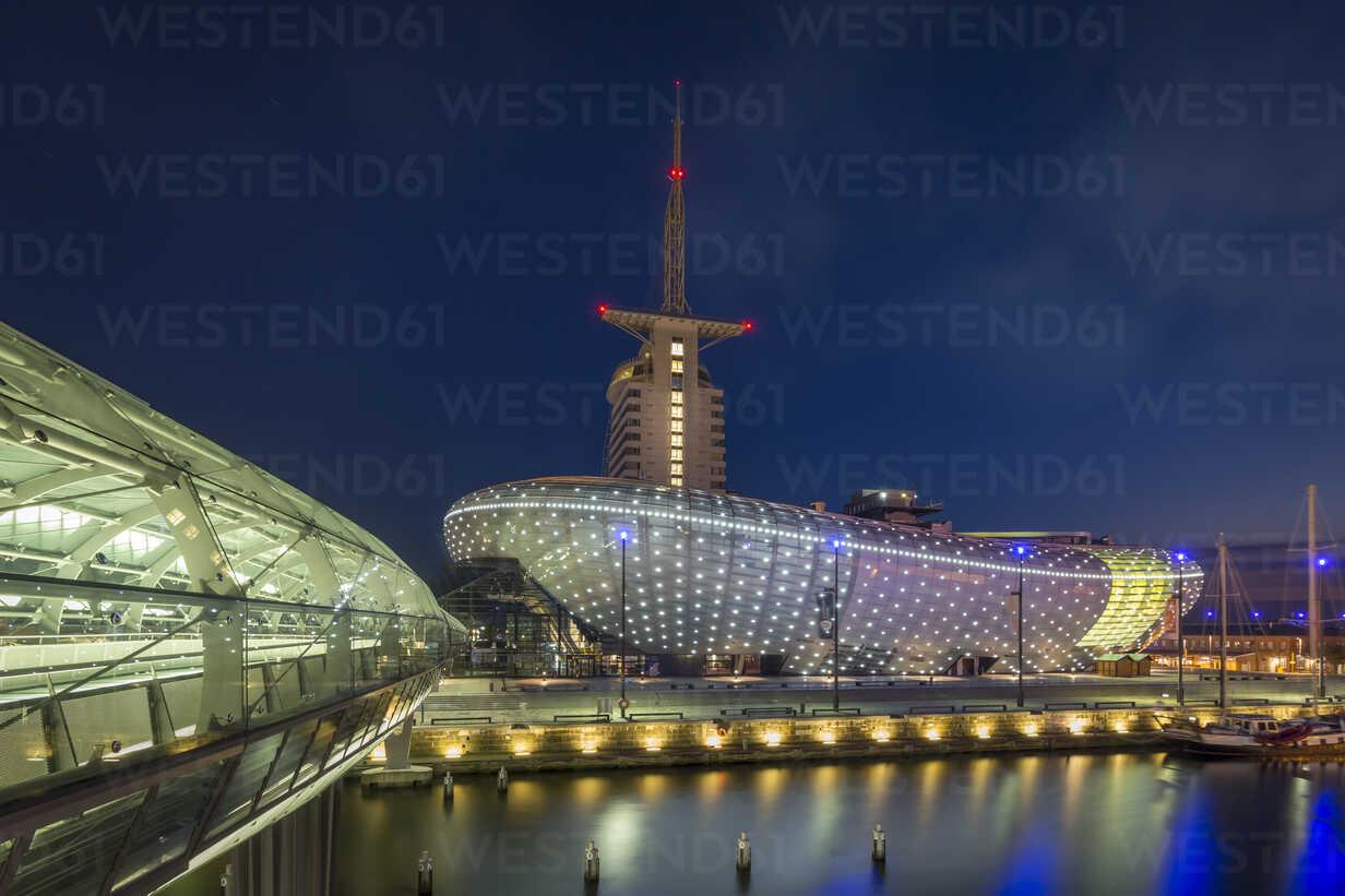 Germany, Bremerhaven, Klimahaus at night - NK000379 - Stefan Kunert/Westend61