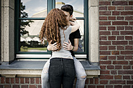 Kissing teenage couple - GDF000861