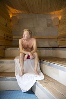Smiling senior man in a sauna - TOYF001279