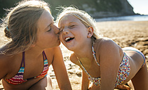 Two sisters having fun together on the beach - MGOF000604