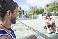 Friends playing basketball, taking a break - ABZF000112