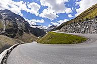 Austria, Soelden, view to Rettenbach glacier and empty Oeztal Glacier Road - STSF000879