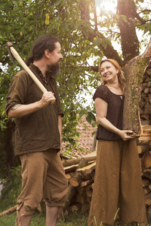 Smiling couple with axe and firewood - MIDF000611