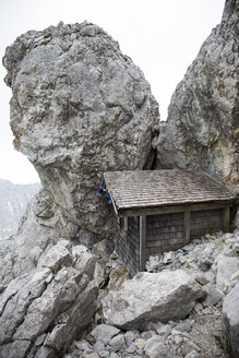 Austria, Wilder Kaiser, little hut under the peak of Ellmauer Halt - TKF000411