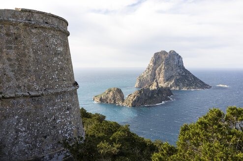 Spain, Ibiza, old pirate tower near Es Vedra - TKF000422