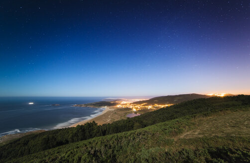 Spain, Ferrol, view from Monteventoso to Playa de Doninos at starry night - RAEF000471
