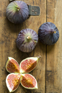 Figs on wood - ODF001319