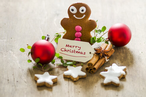 Christmas decoration with gingerbread man, cinnamon stars and Christmas baubles - ODF001314