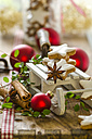 Christmas decoration with miniature sledge and cinnamon stars - ODF001309