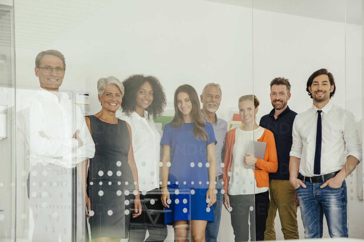 Portrait of smiling staff in office - MFF002178 - Mareen Fischinger/Westend61