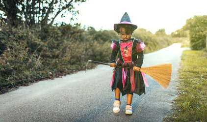 Portrait of unhappy little girl masquerade as a witch - MGOF000677