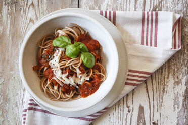 Bowl with spelt whole grain spaghetti, tomato sauce, parmesan and basil - EVGF002216